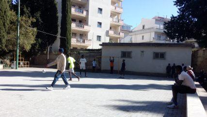 Bild_2: Fußballspiel der beiden Männermannschaften